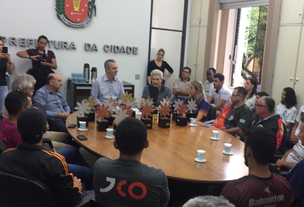 Prefeito recebe campeões do Jogos Abertos do Paraná