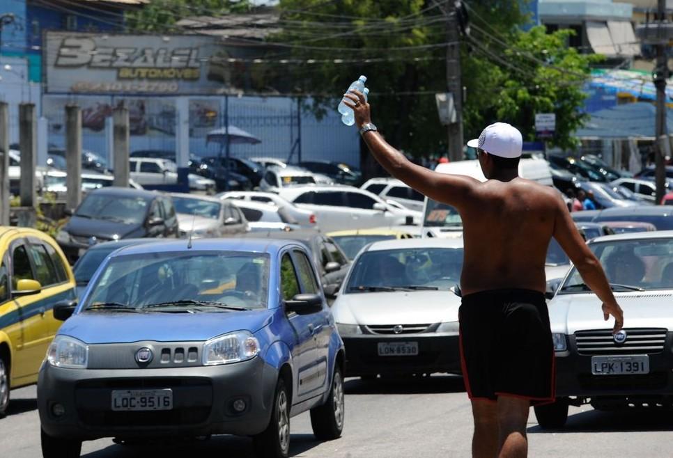 Trabalhadores brasileiros atuando na informalidade