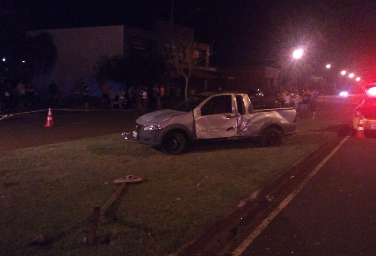 Carro capota e motorista morre em Maringá