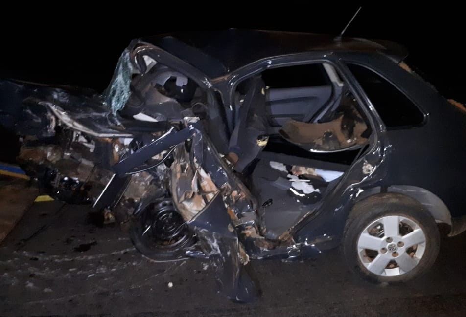Cinco pessoas morrem em acidente entre dois carros