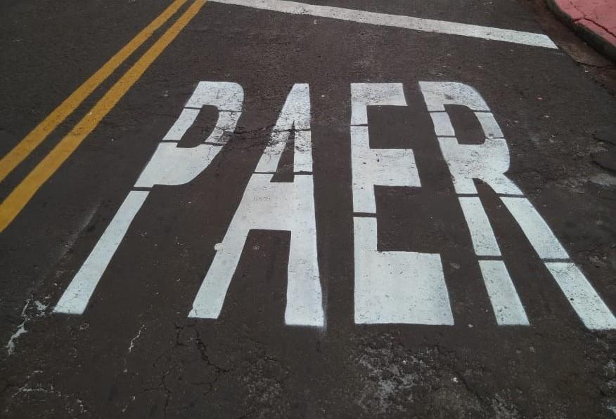 'Pare' escrito errado em rua chama atenção em Maringá