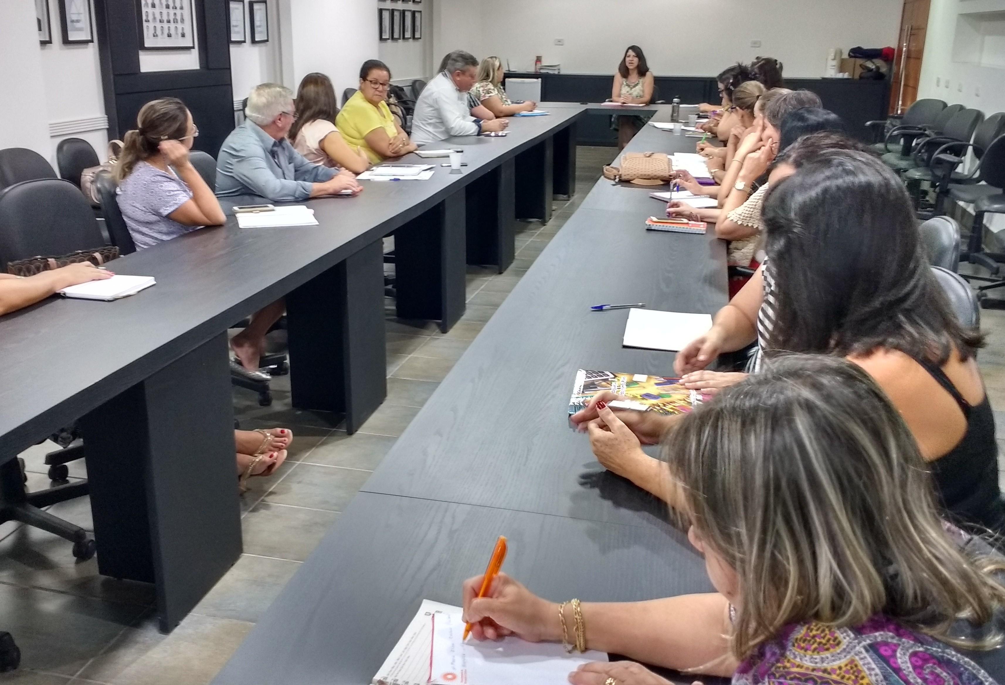 Calendário da Educação municipal é definido em reunião na Amusep