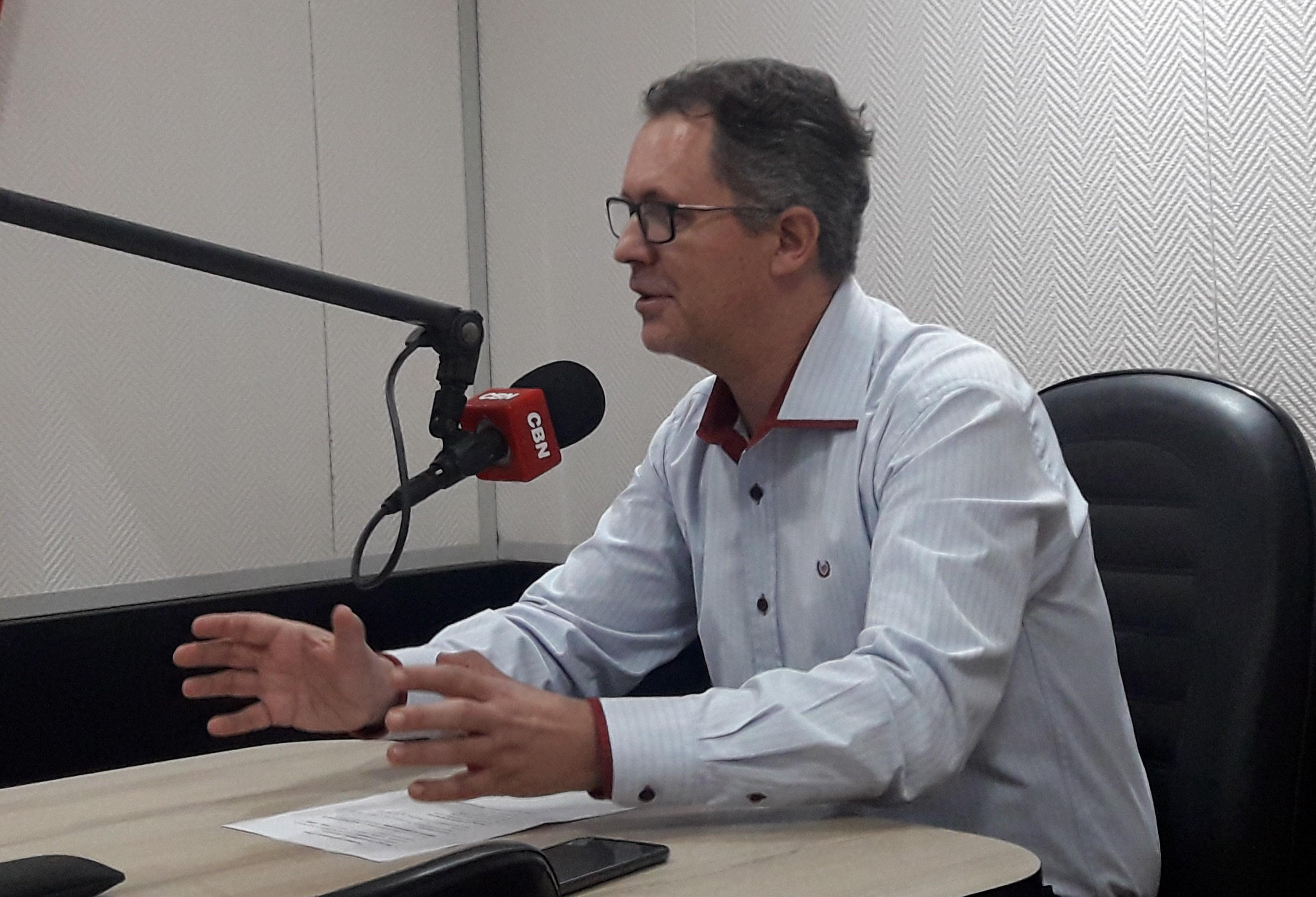 Tributação brasileira contribui para descaminho e contrabando, diz advogado