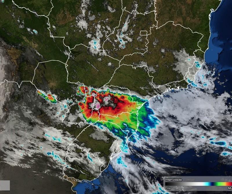 Domingo de chuva em todo o Paraná