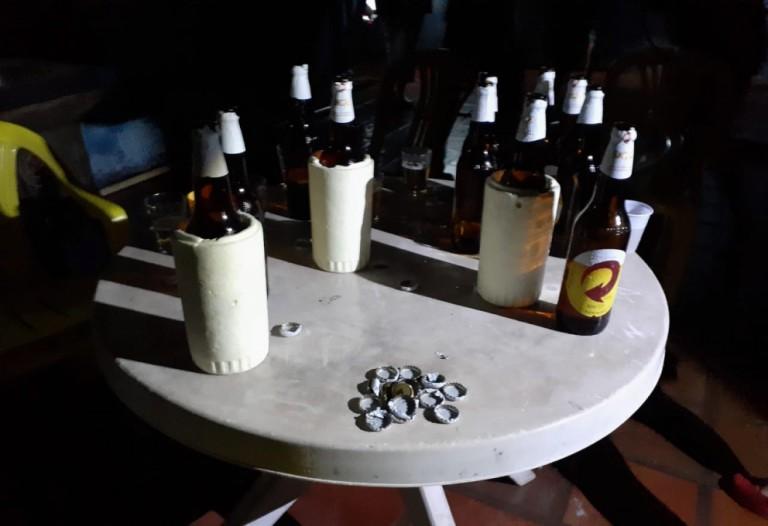 Fiscalização flagra 'boate' com 19 pessoas consumindo bebida e infringindo o toque de recolher