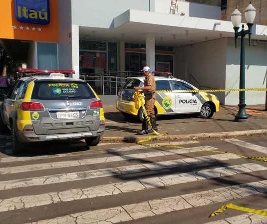 Homem é preso após render seguranças de banco com faca em Campo Mourão