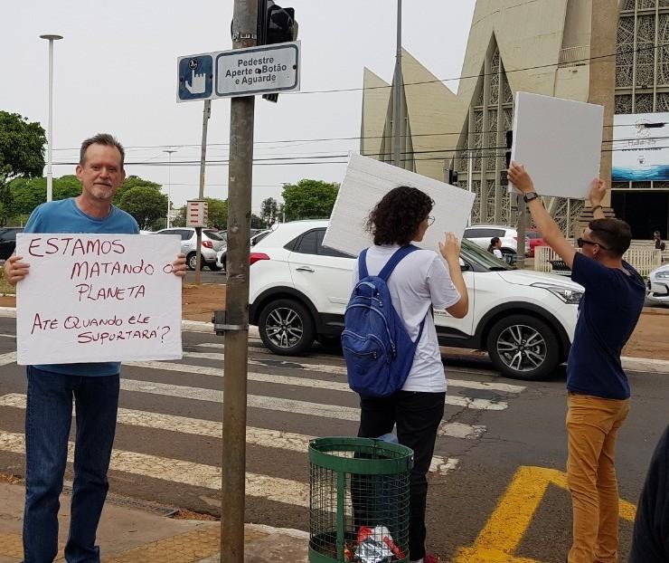 Funverde realiza ato em Maringá para chamar atenção em relação às mudanças climáticas