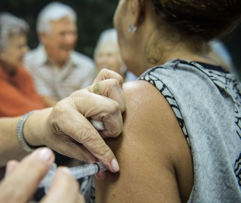 Novas doses de vacina contra a gripe serão para idosos a partir de 80 anos