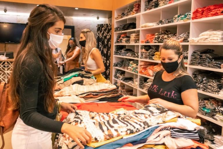 Shopping atingido por incêndio em agosto reabre lojas