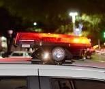 Ciclomotor com três pessoas é atingido por caminhonete