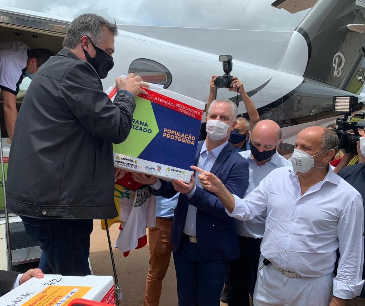 Vacina contra a Covid-19 chega a Maringá; cinco servidores serão vacinados nesta terça (19)