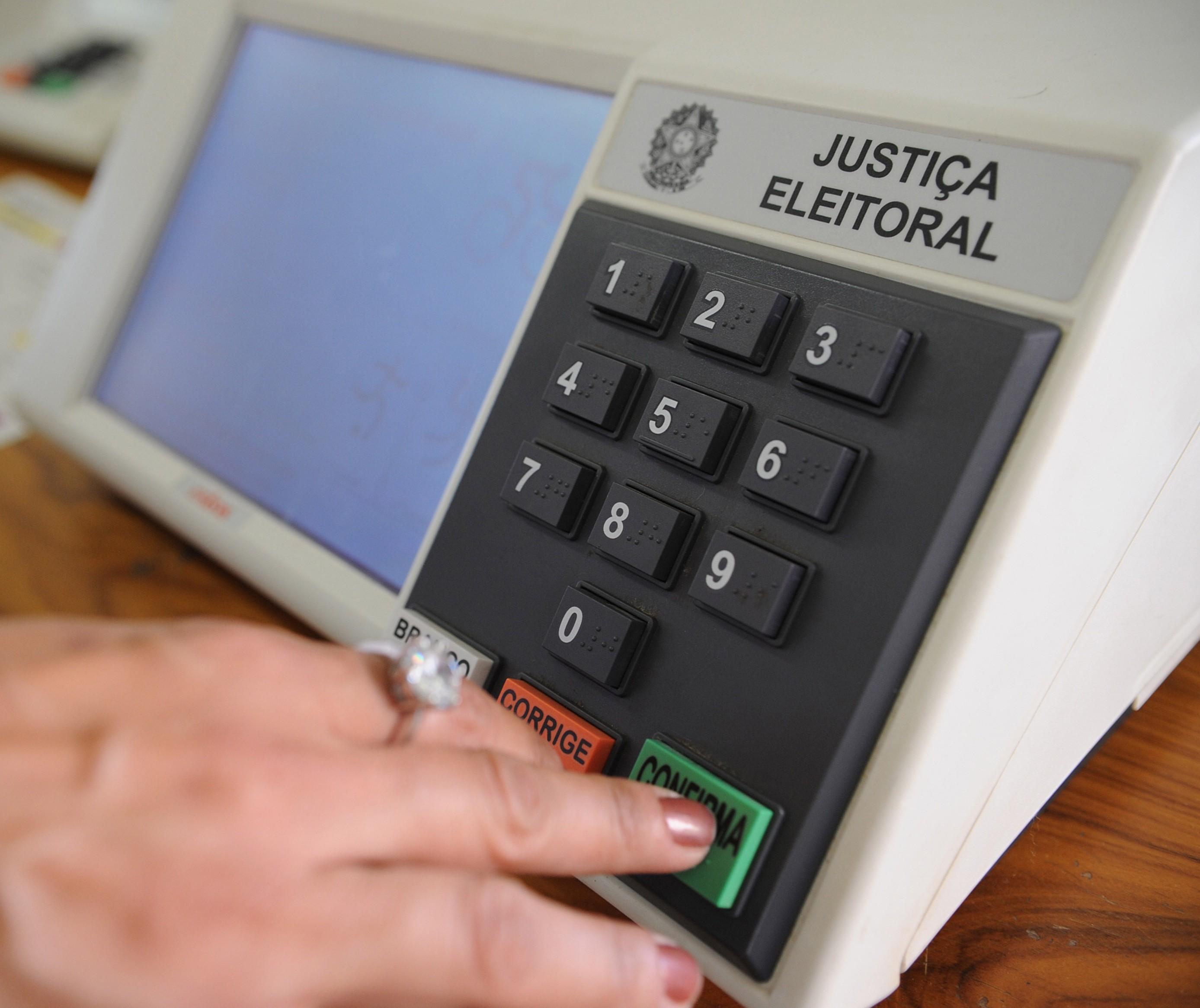 TSE se posiciona sobre adiamento de eleições até final de maio