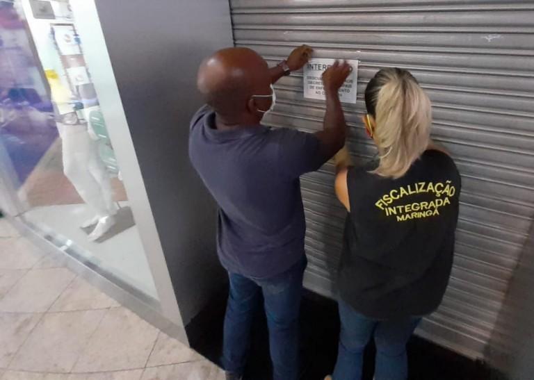 Loja de shopping é interditada e autuada em Maringá