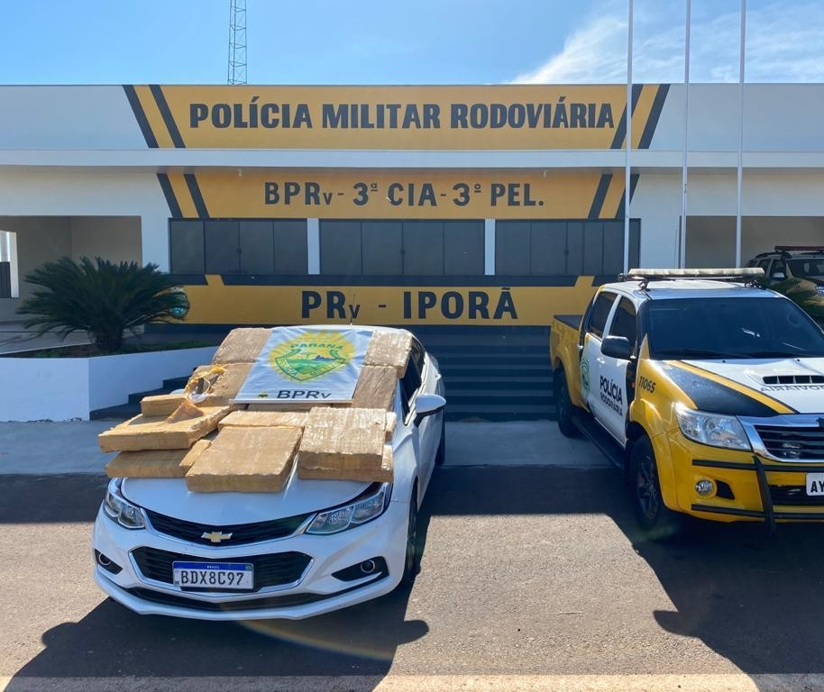 PRE recupera carro roubado em Maringá e apreende 188 kg de maconha