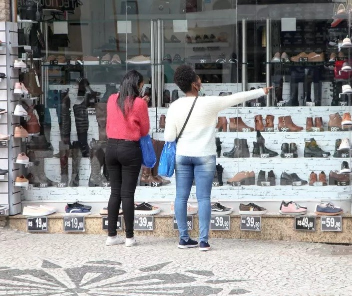 Dia dos Pais: Confira os horários do comércio e supermercados neste sábado (7), em Maringá