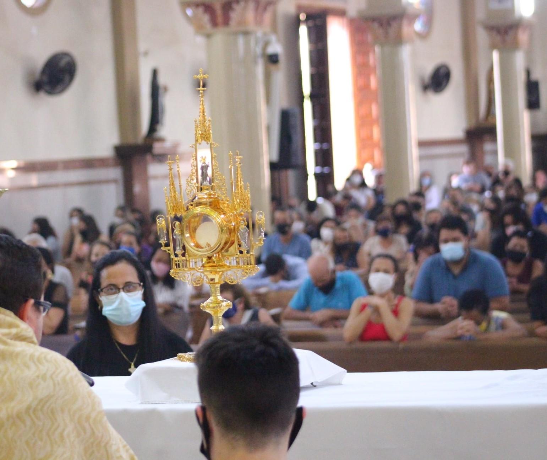 Santuário de Nossa Senhora Aparecida, em Astorga, se prepara para receber fiéis em 12 de outubro