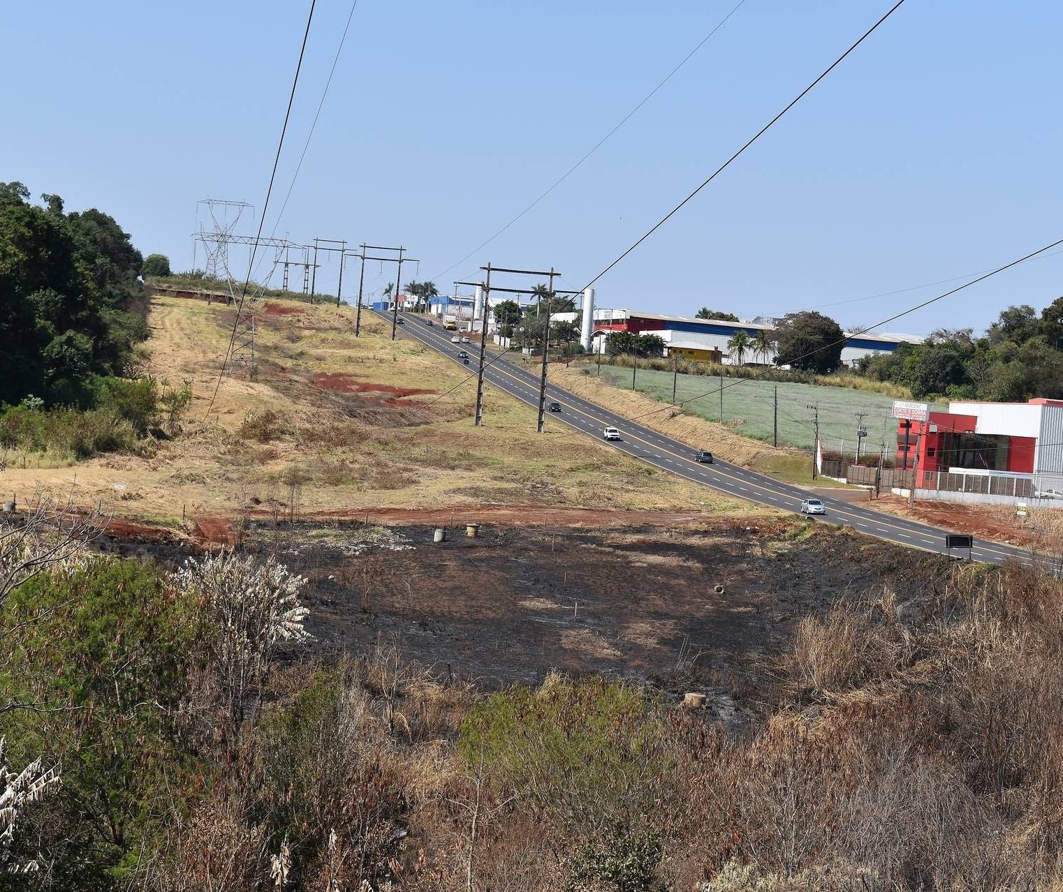 Desligamentos de energia por causa de queimadas quadruplicam no noroeste do Paraná