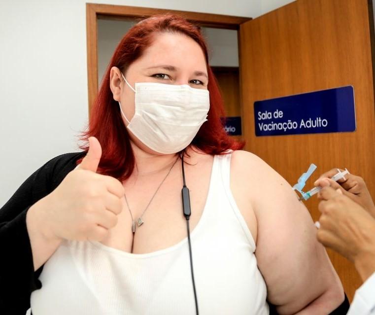 Covid-19: Vacinação segue com aplicação de 2ª dose nessa terça-feira (14) em Maringá