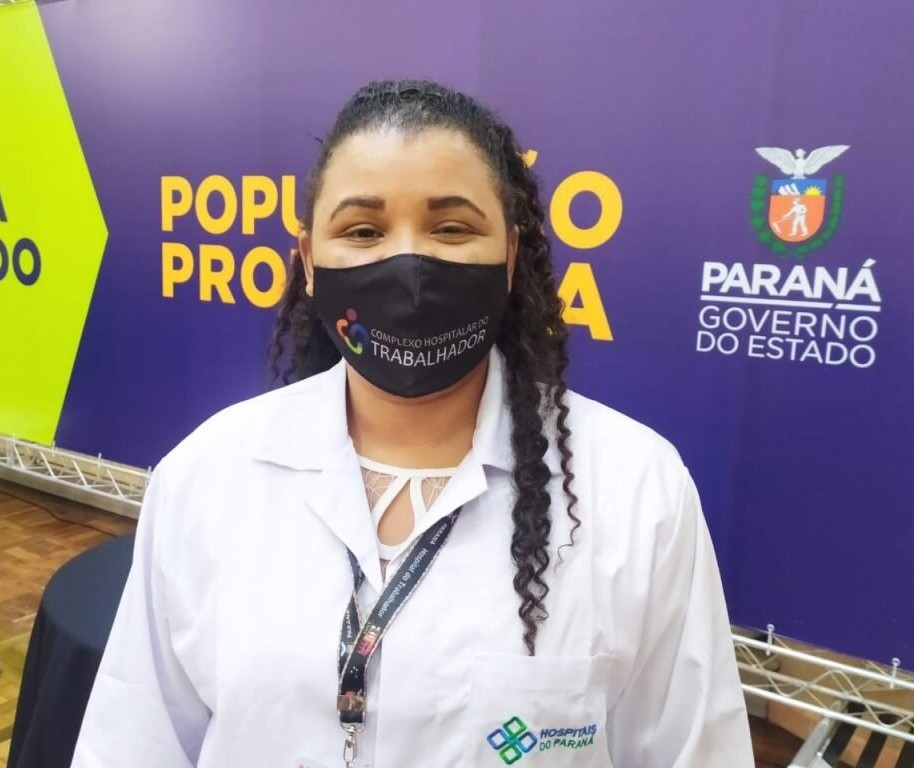 Enfermeira é a primeira paranaense vacinada contra Covid-19