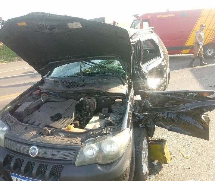 Colisão entre carreta e carro deixa duas pessoas em estado grave na região