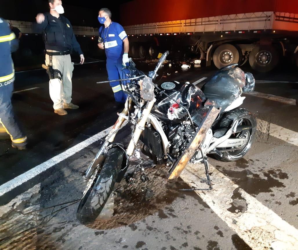 Dois jovens morrem num acidente na BR-376, em Marialva
