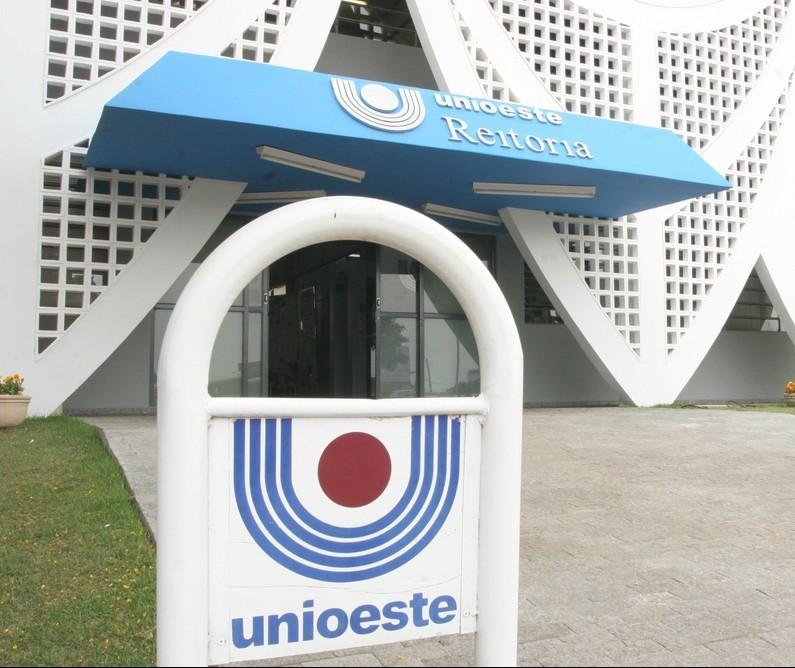 Unioeste contrata professores temporários