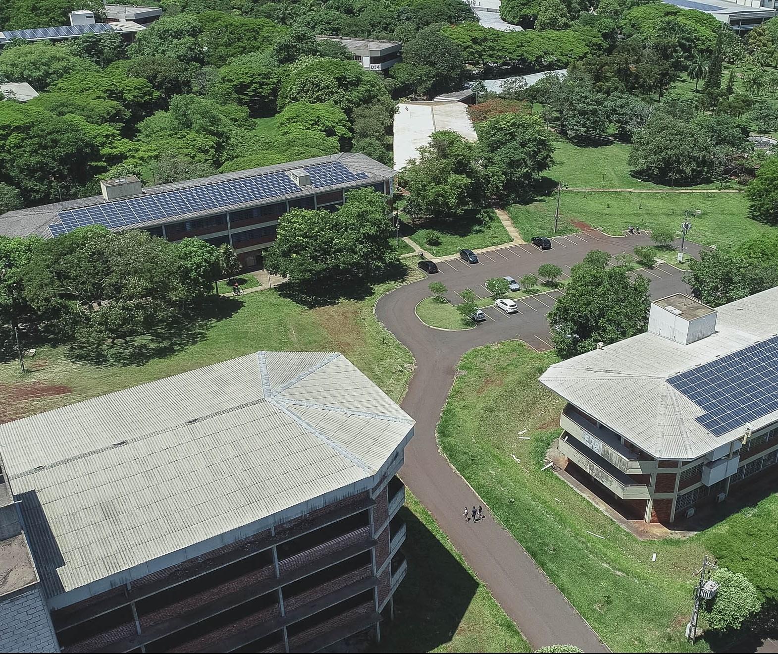 Painéis fotovoltaicos começam a gerar energia no campus da UEM