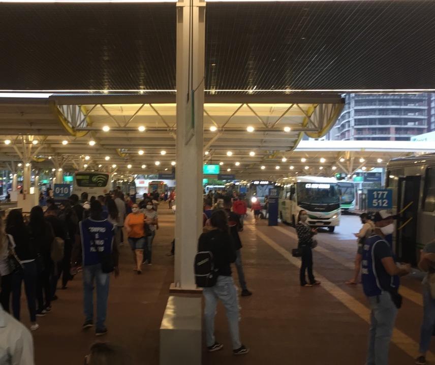 Greve de motoristas de ônibus entra no 6º dia em Maringá