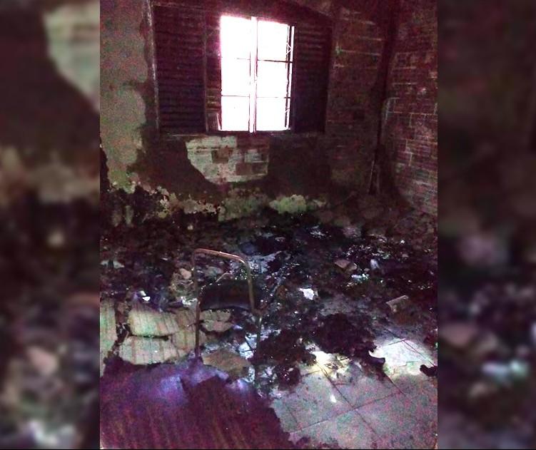 Casa pega fogo após furto na Zona Norte de Maringá
