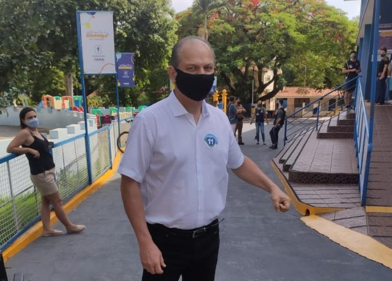 Deputado Ricardo Barros também vota no Regina Mundi