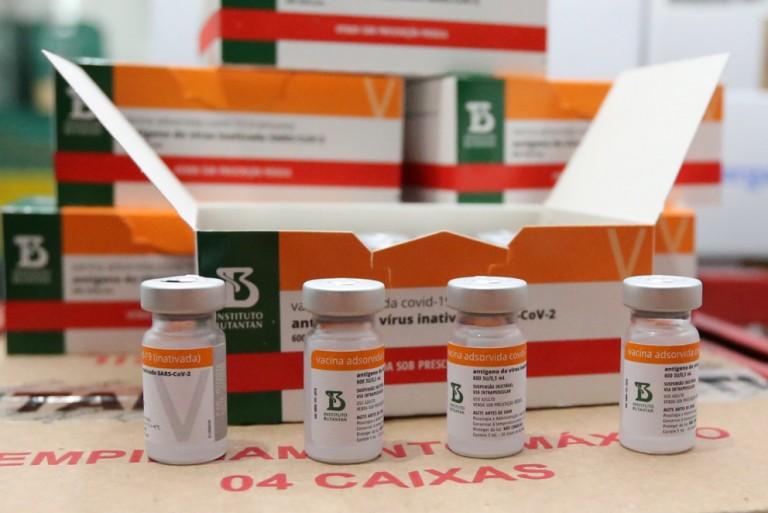 Paraná deve receber mais 146,8 mil doses da CoronaVac nessa quarta-feira (03)