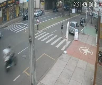 Avô e neta são atropelados na faixa de pedestre em Maringá