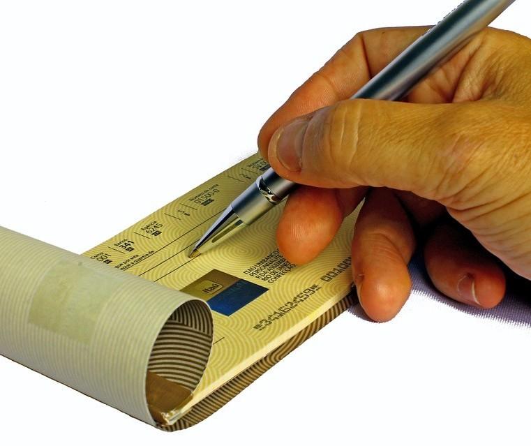 Cheques estão em extinção e o controle financeiro perde um aliado