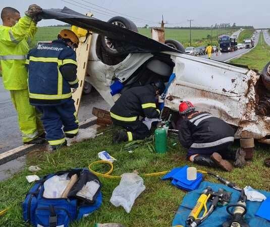 Mulher fica gravemente ferida em acidente na BR-376, em Nova Esperança
