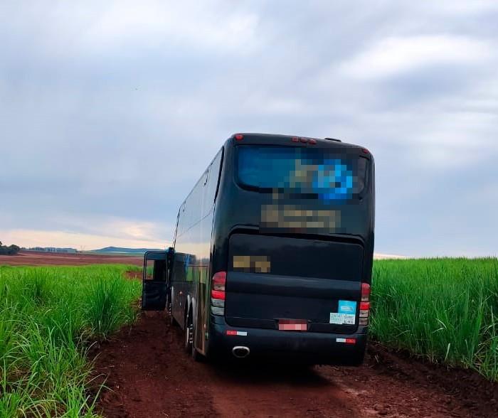 Ladrões assaltam ônibus na PR-444 em Mandaguari