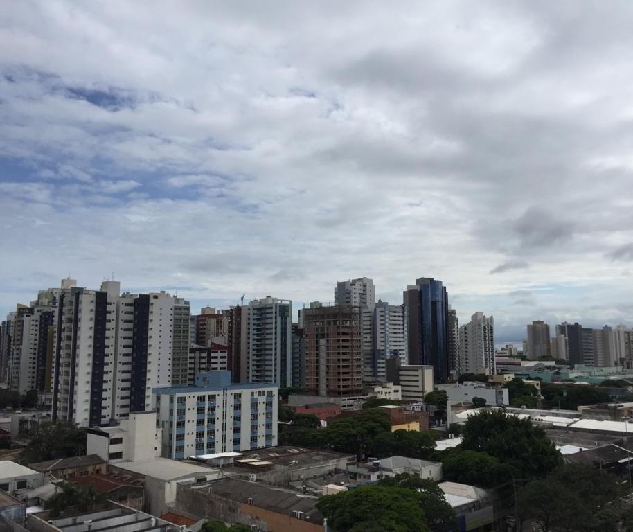 Maringá tem domingo com chuva e máxima de 25°C, indica previsão