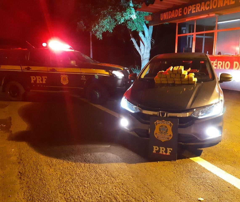 Rapaz é preso transportando drogas em tanque de combustível