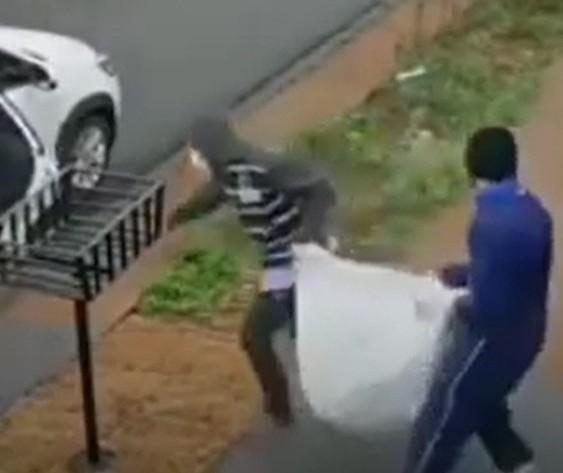 Câmeras flagram ladrões invadindo casa e levando 80 celulares em Maringá