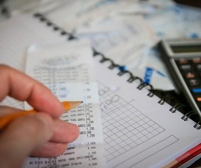 Controle das finanças  deveria  fazer parte do dia a dia das pessoas