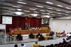 Vereadores pedem urgência em projeto que revoga exigências para casas geminadas em Maringá