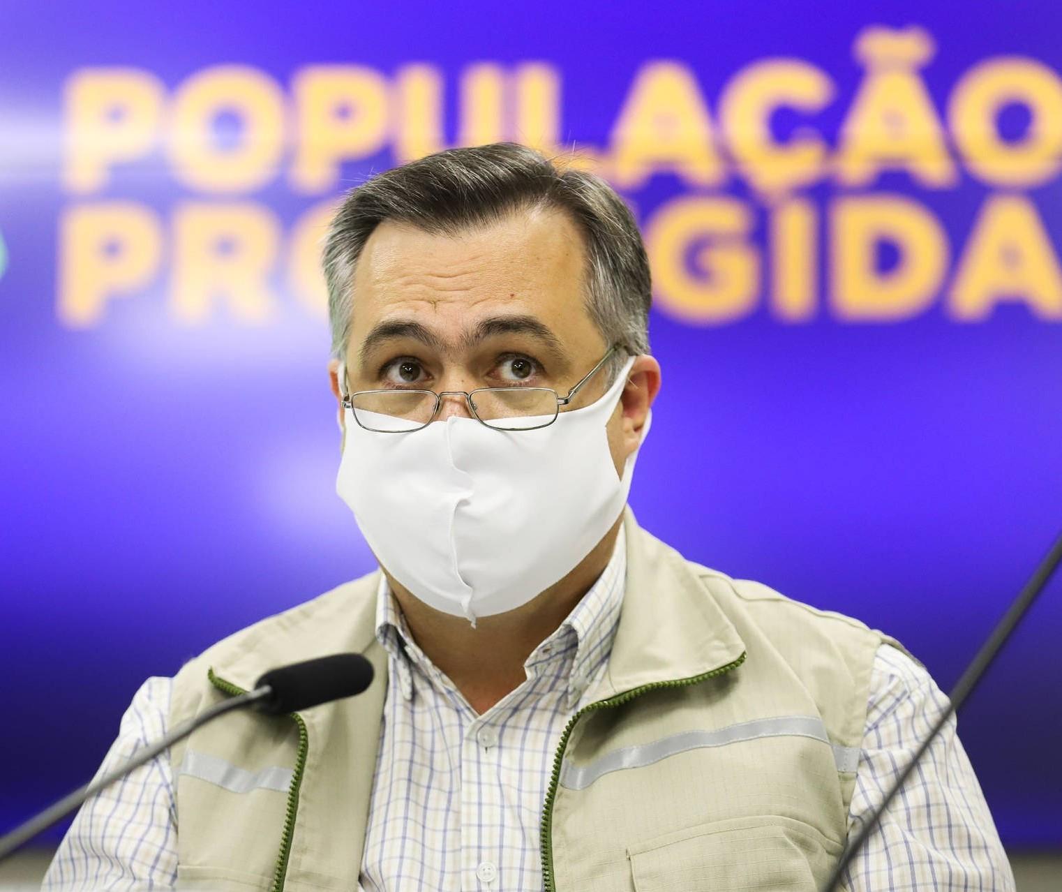 Vacinas para adolescentes devem chegar ao Paraná a partir do dia 15, diz Beto Preto