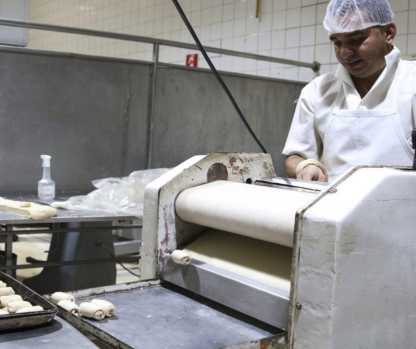 Comerciantes comemoram a reabertura de padarias e açougues em Maringá
