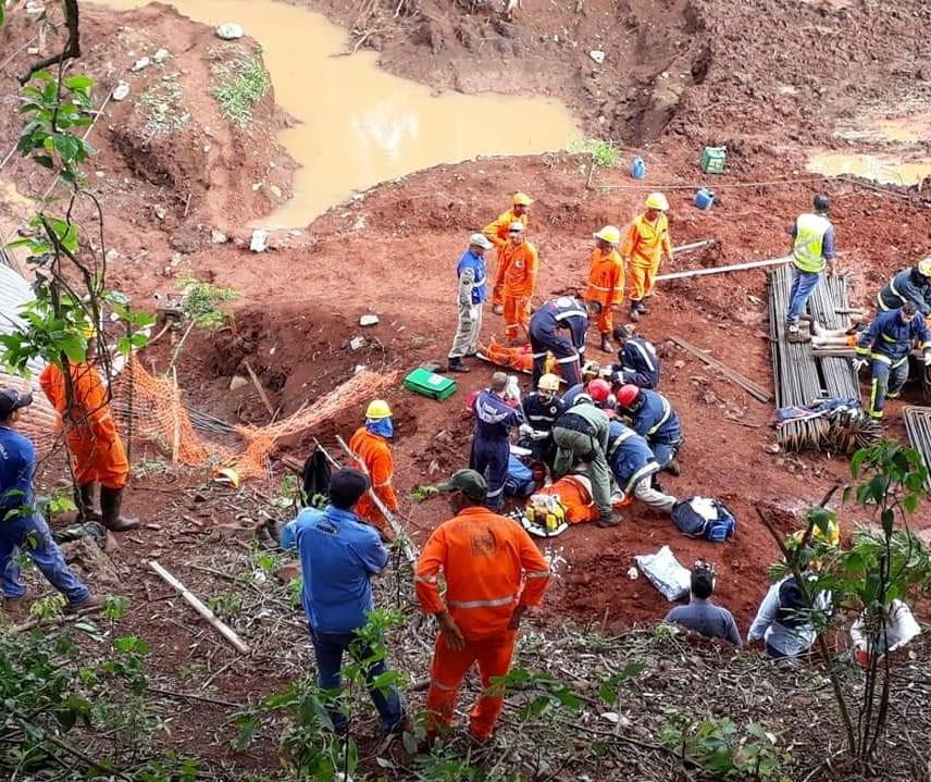 Quatro operários ficam feridos em obra às margens da PR-323