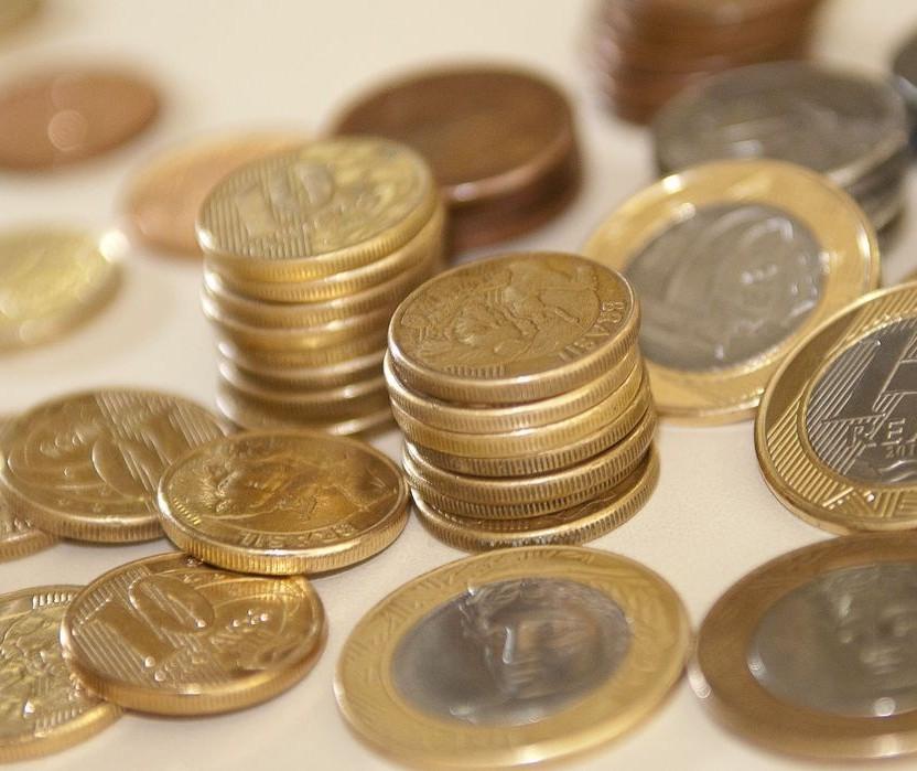 Poupança está em alta, mas é sinal de retração econômica e não um bom investimento