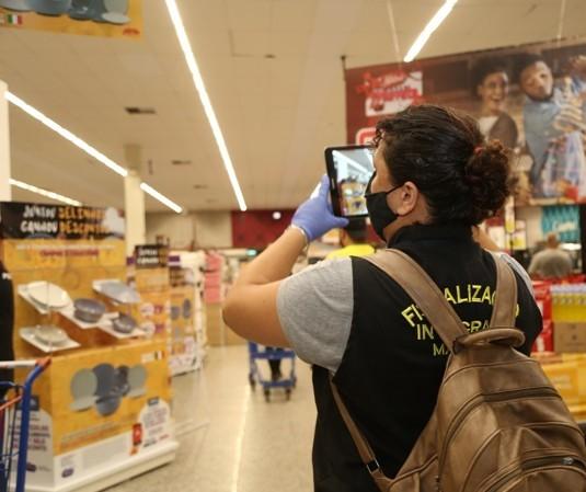 Fiscais da Prefeitura de Maringá vistoriam supermercados, shoppings, bares e restaurantes