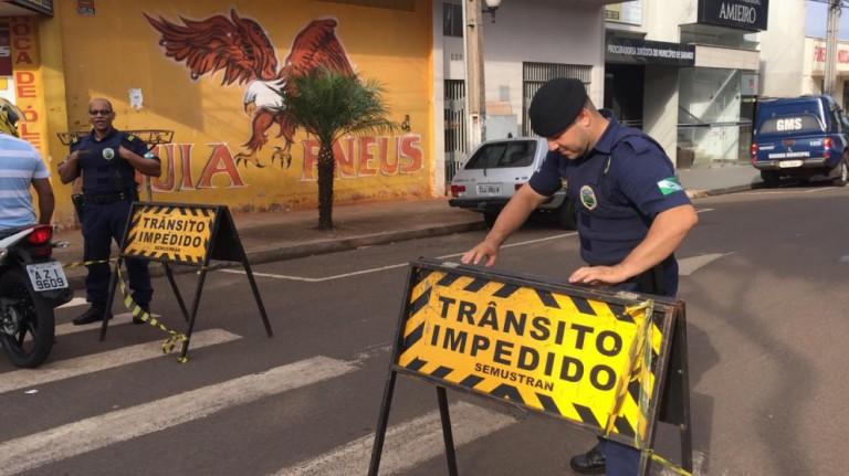 Policiais fazem buscas para recapturar presos
