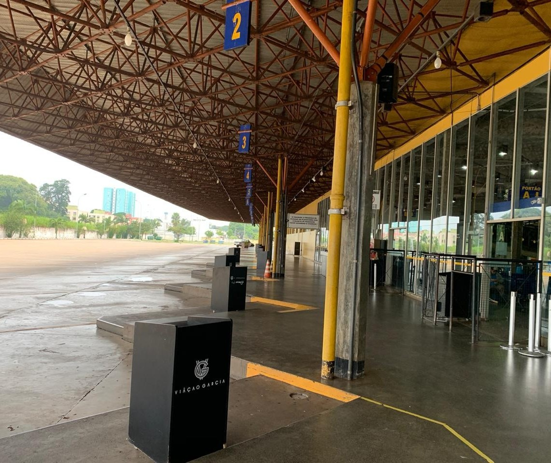 Com rodoviária de Maringá fechada, passageiros embarcam na região
