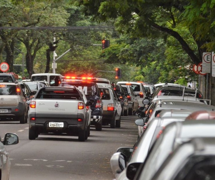 Donos de 208 mil veículos devem pagar o IPVA em 2021 em Maringá