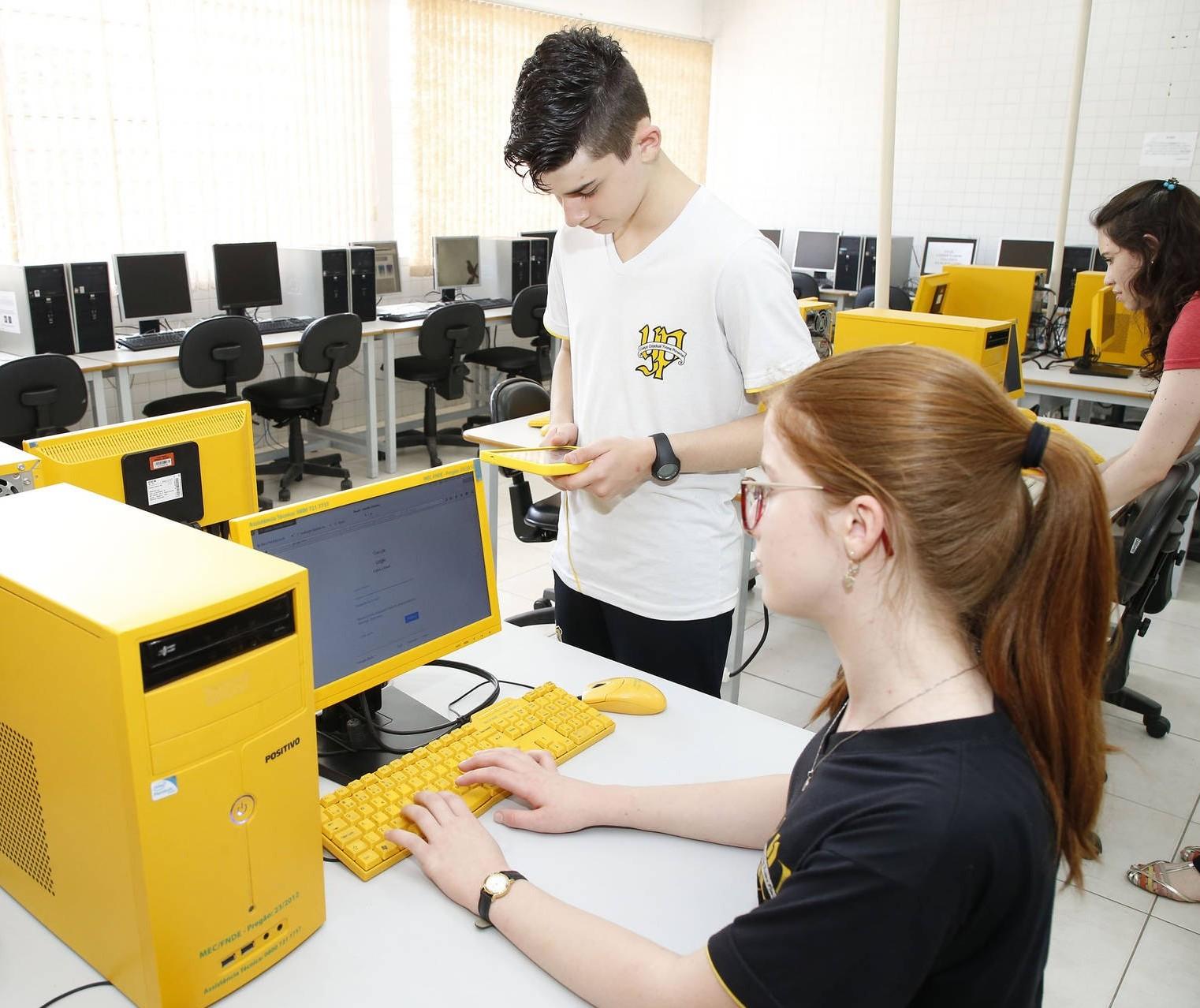 Sete escolas da rede estadual em Maringá terão ensino de informática no ensino médio