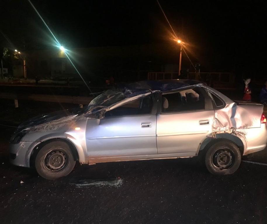 Motorista capota carro na PR-323 e morre